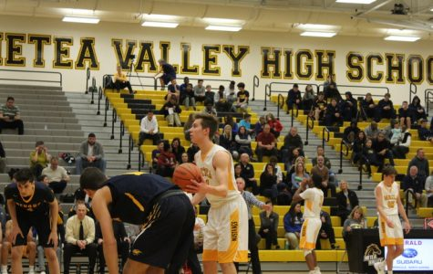Boys' Basketball beats Neuqua in first home game