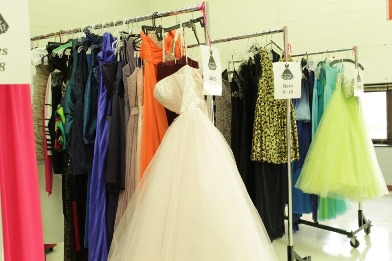 Girls+find+their+dream+dress+on+the+Valley+Runway