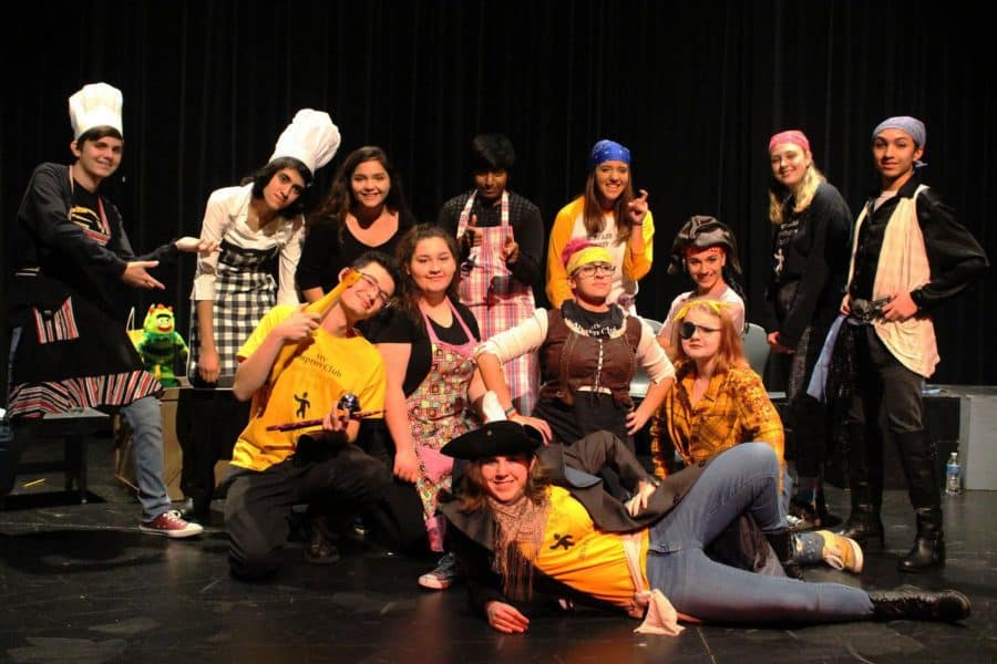 The+%28almost%29+entire+cast+of+Season+4+Episode+1+of+the+Improv+team+pose+together+pre-show.