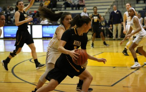 Girls basketball dismantles rival Neuqua Valley in conference opener