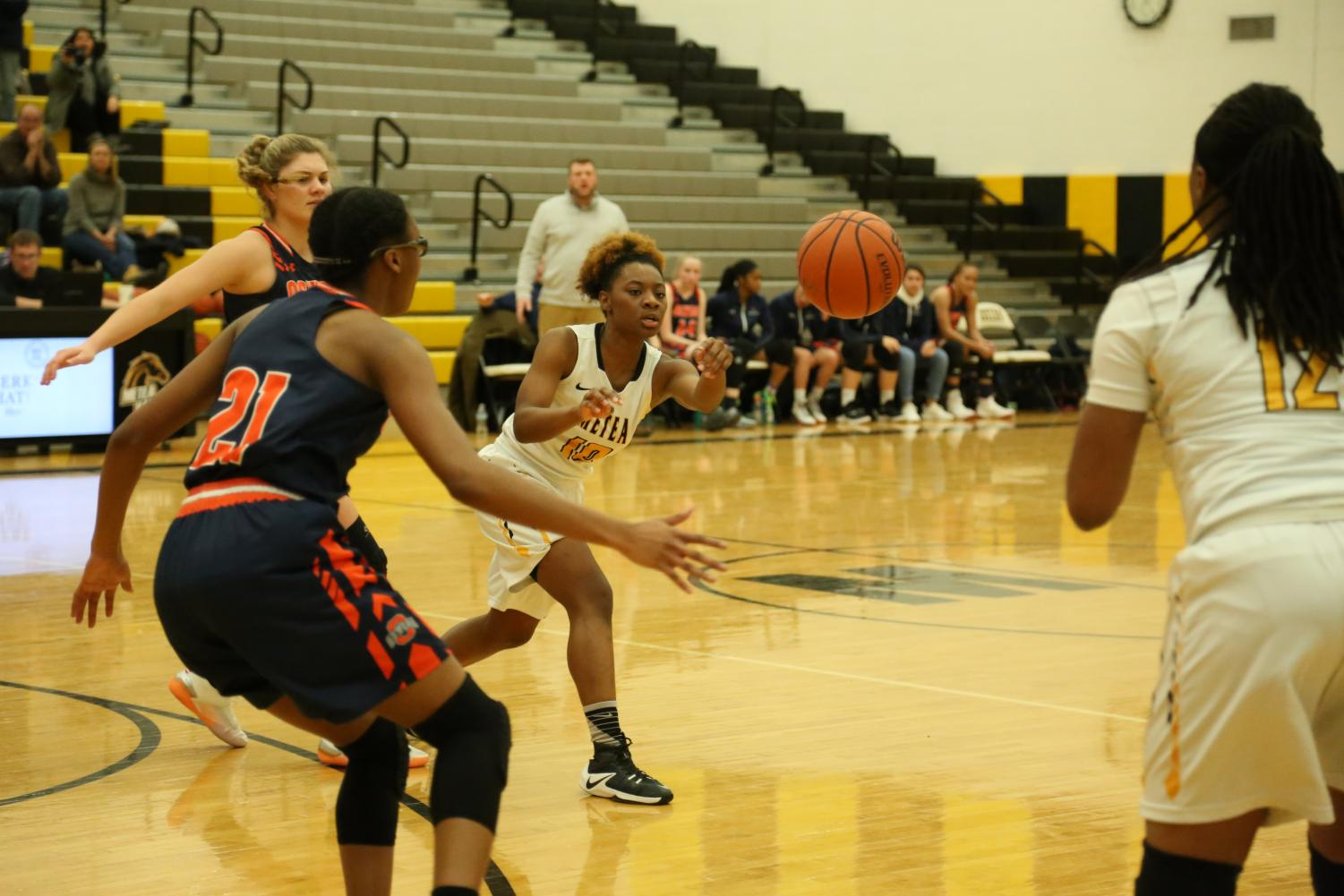 #10 Raniyah Naylor passing the ball to #12 point guard Nazuri Whigham during fourth quarter.