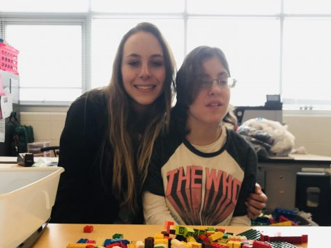 Metea Student Offers Up Peer Art Class to Provide Unique Learning Opportunities for Students with Special Needs