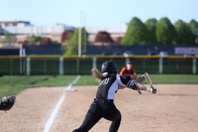 Sophomore+Morgan+Bond++running+to+first+base.