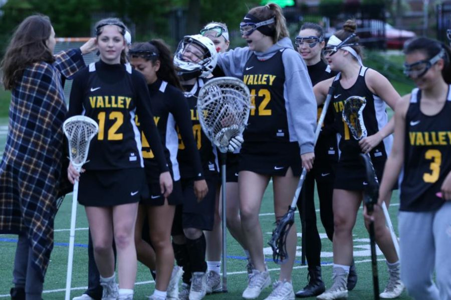 Girls%27+lacrosse+seeks+out+a+win+against+Naperville+Central