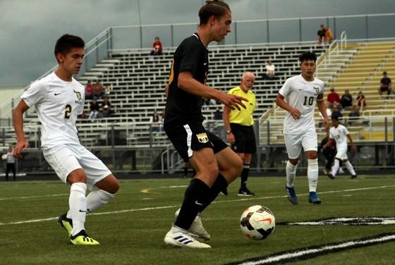 Boys' soccer home opener ends in a fierce draw – METEA MEDIA
