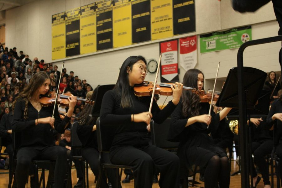 Senior Elise Kim performs with Chamber Strings.