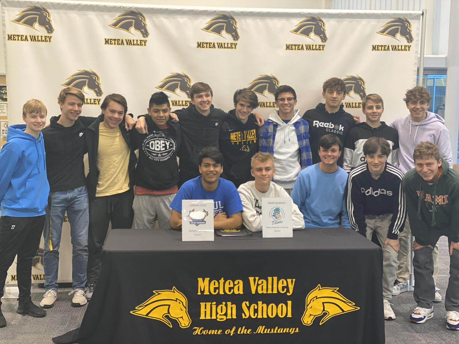 The Mustangs show support for Gandhi Cruz and Davis Quarles during last Wednesday's signing.