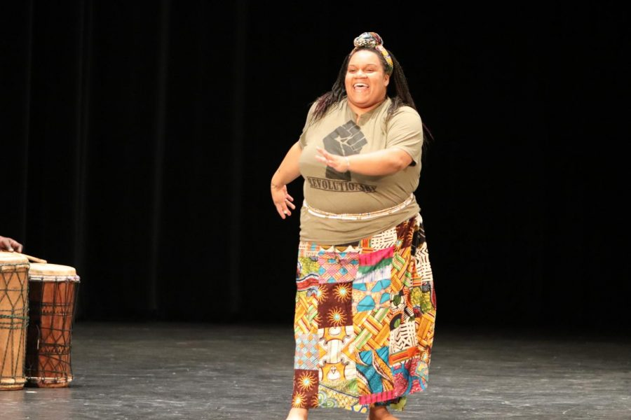 One of the performers opened up with an enriching dance giving a taste of what is going to be shown during the show. The audience was in awe and quickly began to cheer and shout with excitement.  I like how they opened up with the proverbs and then she showed us a common dance in west Africa. I got really excited a senior Sydnee Graves said.