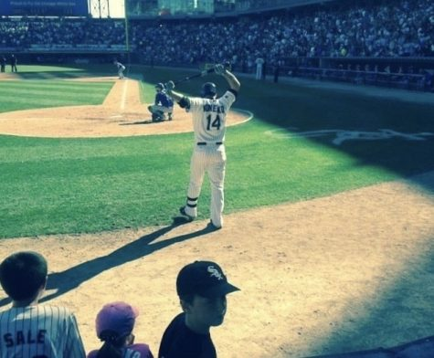 Former first basemen Paul Konerko warming up to bat for the last time in his career against the Royals