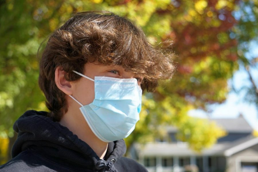 A student stays safe during the global pandemic.